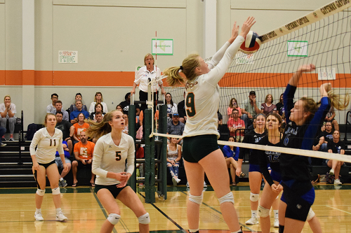 Varsity Nets First District Win; Cruises Past Jarrell, 3-0